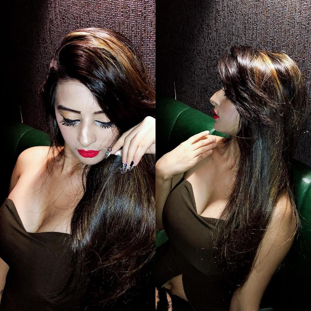 ankita_dave_hot_cleavage