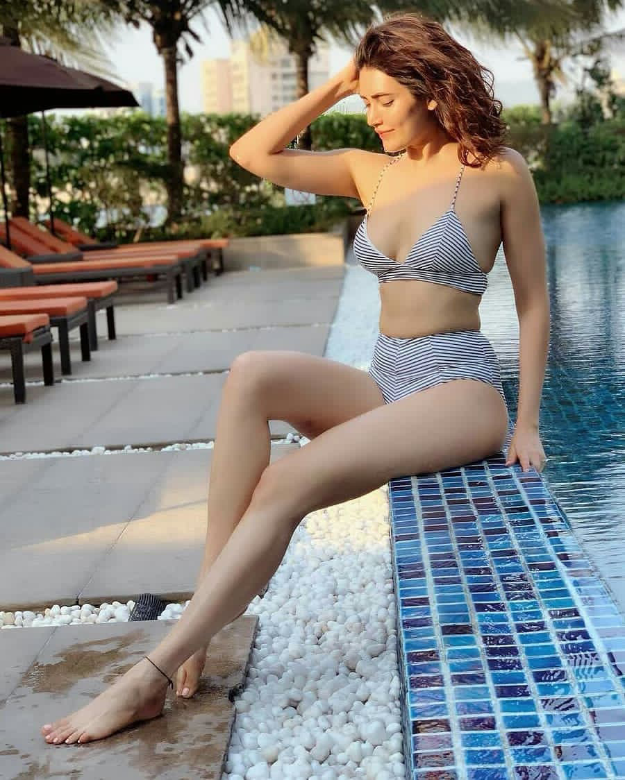 karishma_tanna_hot_images