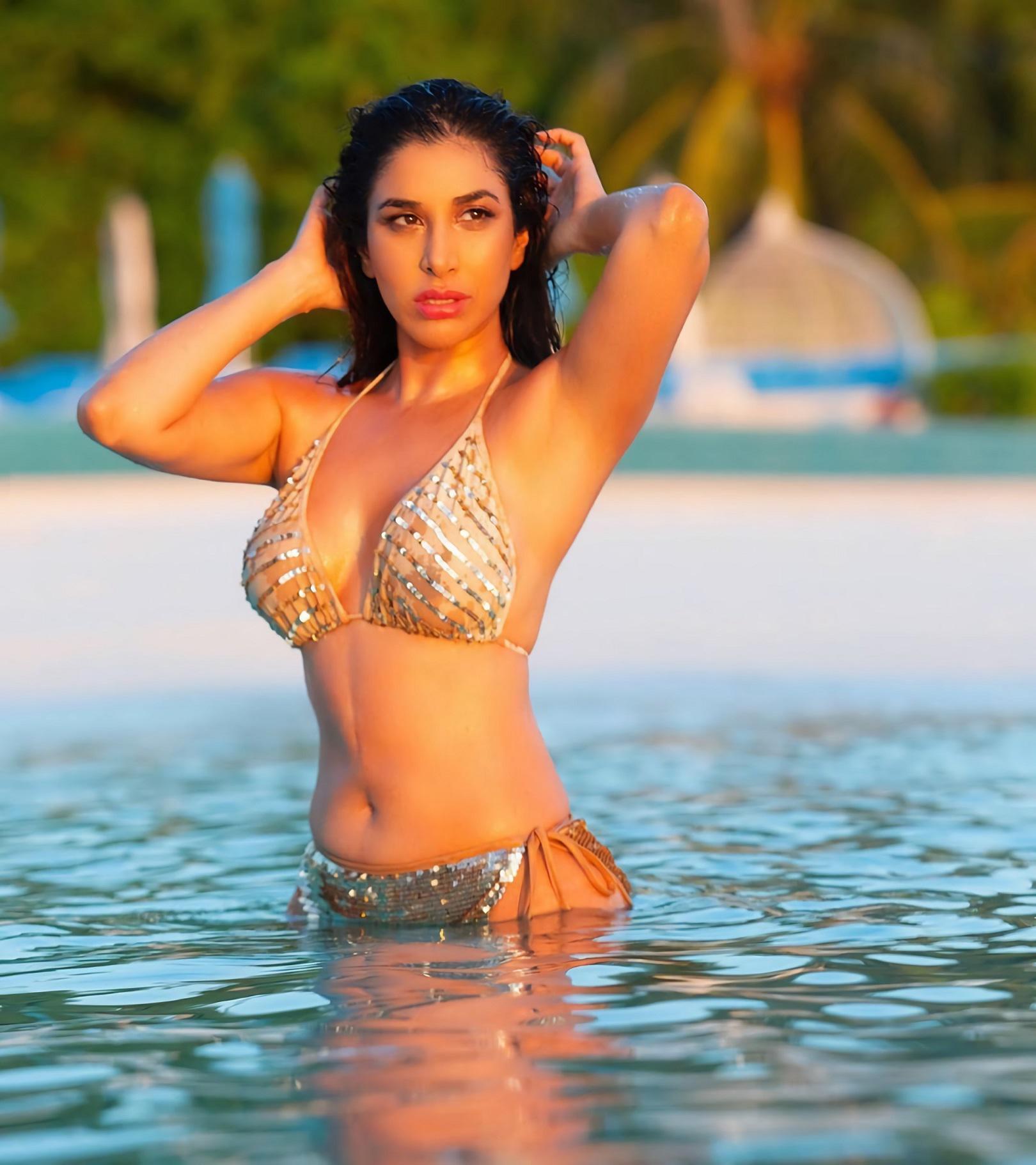 Sophie Chaudhary Hot Boob