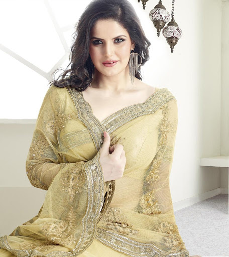 zarine_khan_in_suit_images